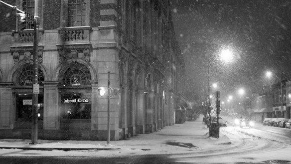 city_street_snow_winter_lane_black_white_28527_1920x1080
