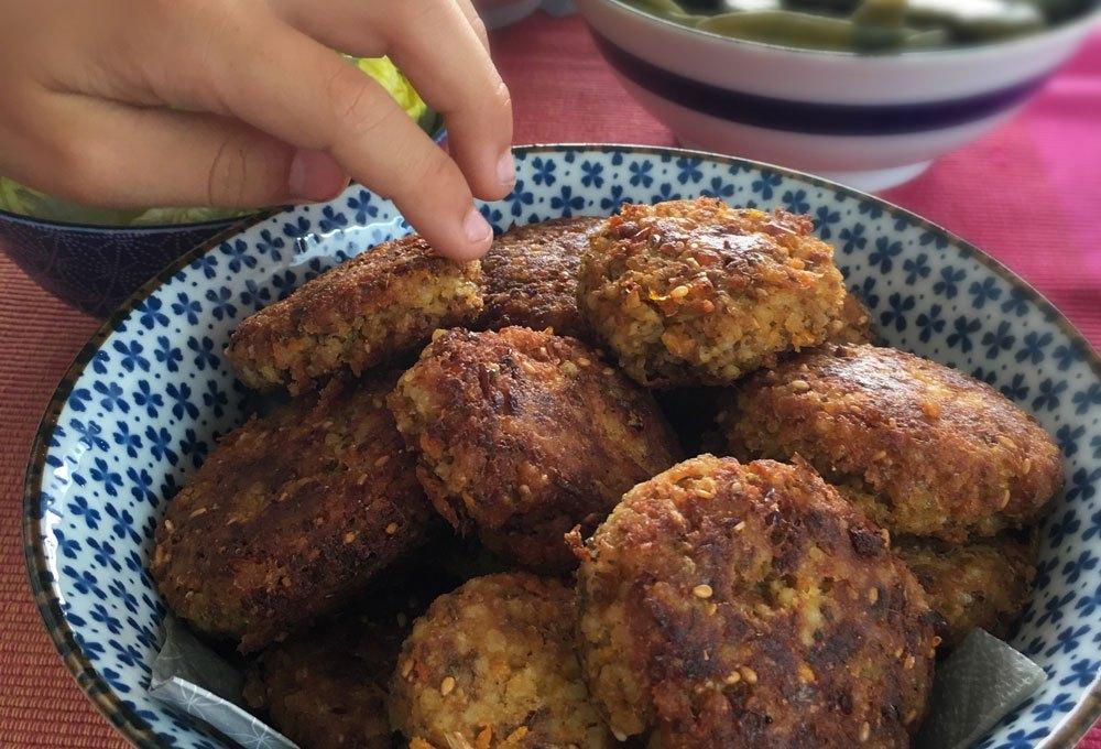 Gierst-linzen koekjes met rode z'atar