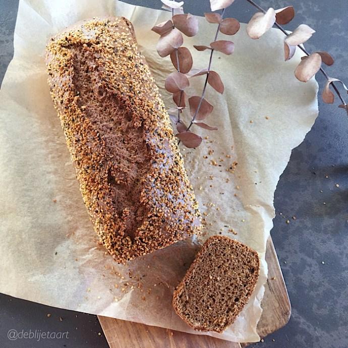 Speltmeel-amandel plumcake