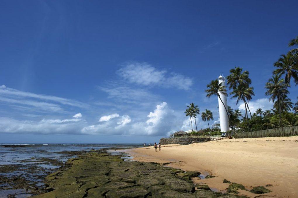 O serviço de translado é muito procurado para Praia do Forte, um dos lugares mais visitados pelos turistas.