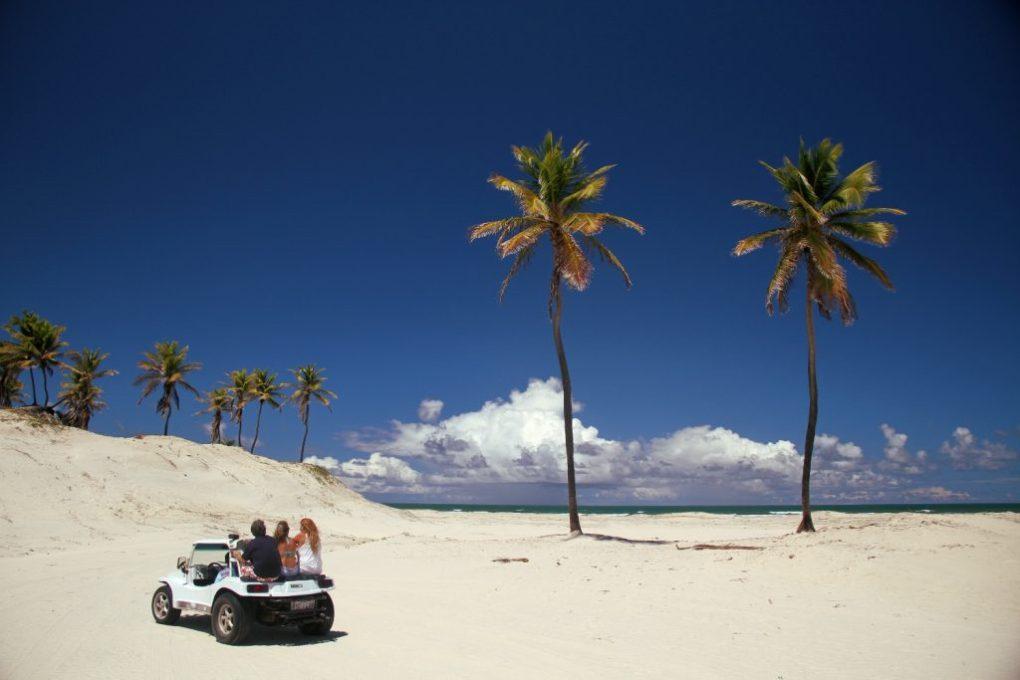 Excursões saindo de Salvador para Mangue Seco: Um dos pontos altos da viagem é o passeio de buggy pelas dunas de Mangue Seco.