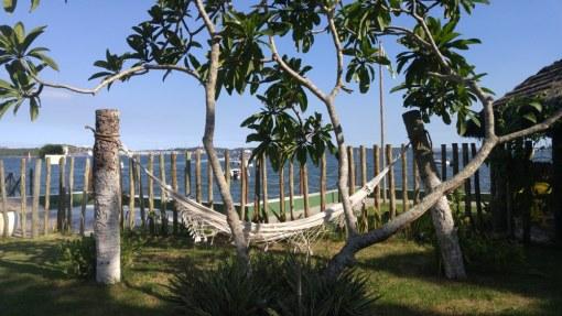 Passeio de escuna para o Oratório Eco Club na Ilha de Maré, Bahia, Brasil