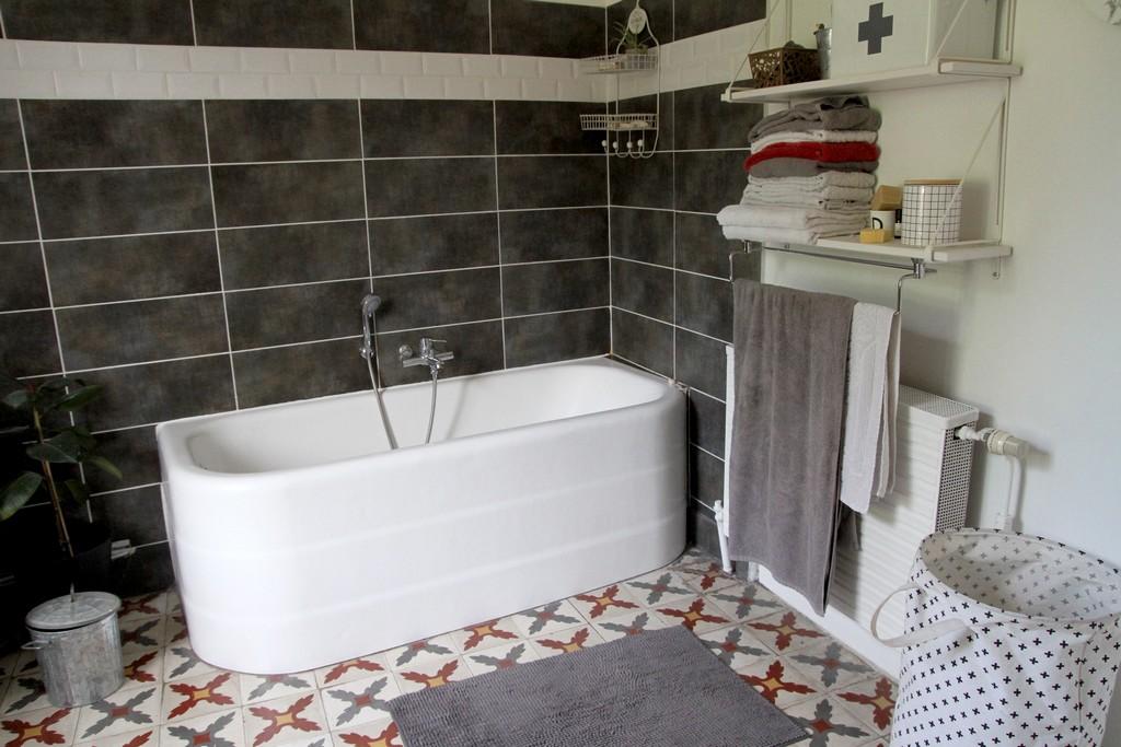 Ma vieille baignoire comme neuve for Peinture baignoire resinence