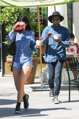 kylie-jenner-in-denim-shorts-out-in-calabasas_2
