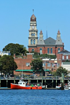 city-hall-with-red-boat