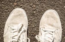 zapatillas-de-gamuza-blancas