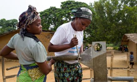 PHOTO-REPORTAGE : L'eau potable: une affaire defemmes