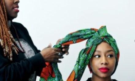 Comment attacher son foulard afro en fleur ?