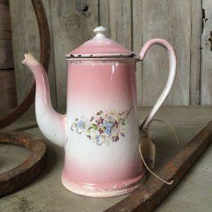 Roze emaille koffiekan met bloemmotief