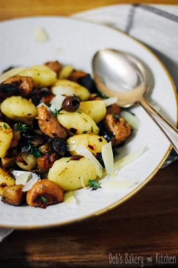 Gnocchi met aubergine en saucijsjes