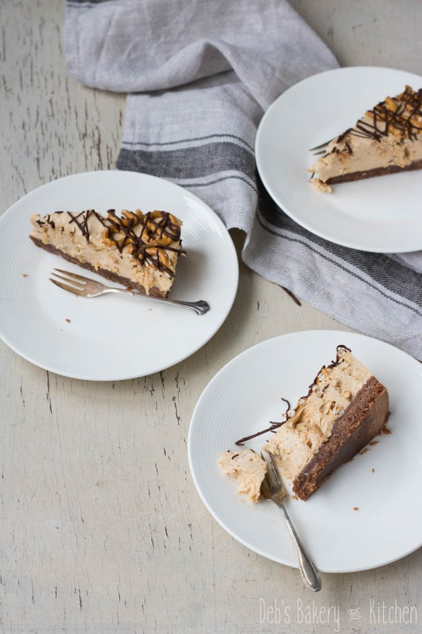 pindakaas cheesecake met pretzels en chocolade