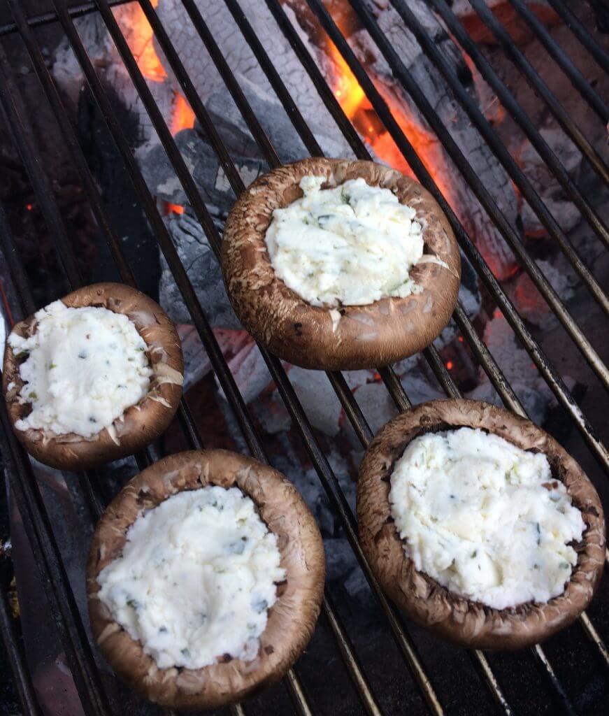 Gevulde champignons op de barbecue
