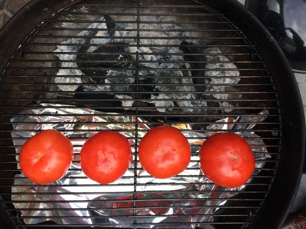 Vleestomaten op de barbecue