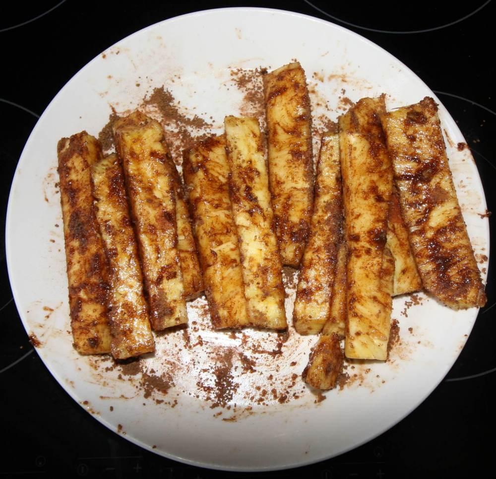 Ananas met kaneel en suiker voor op de barbecue