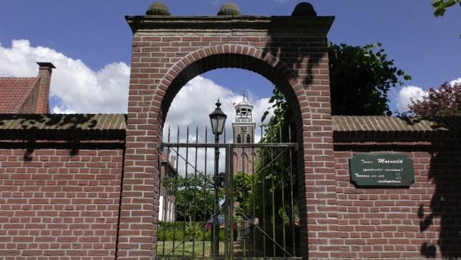 De ommuurde tuinen van havezate Marxveld in Vollenhove. Je mag er gratis rondwandelen-de Canicula