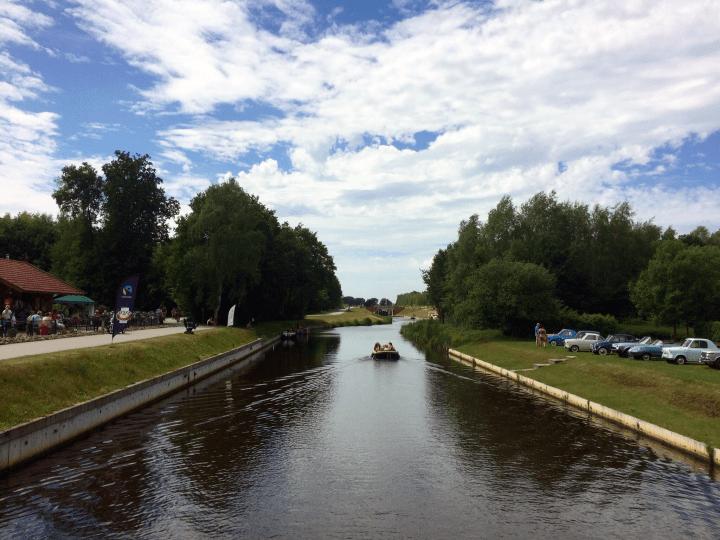 De Veenvaart richting Koppelsluis in het Koning Willem-Alexanderkanaal bij Klazienaveen_de Canicula