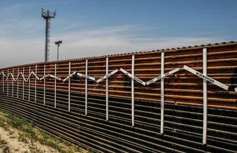 2048px-Border_Wall_at_Tijuana_and_San_Diego_Border