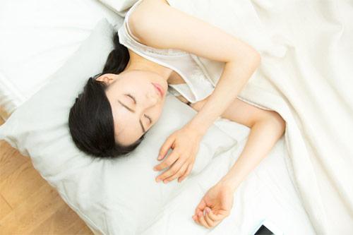 img_sleeping_woman