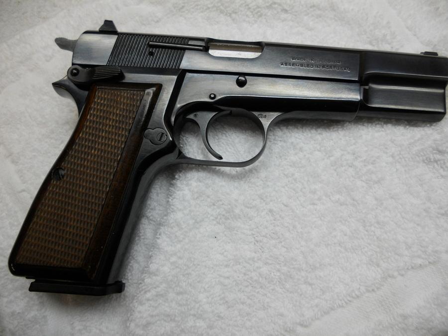 browning 9 mm gun