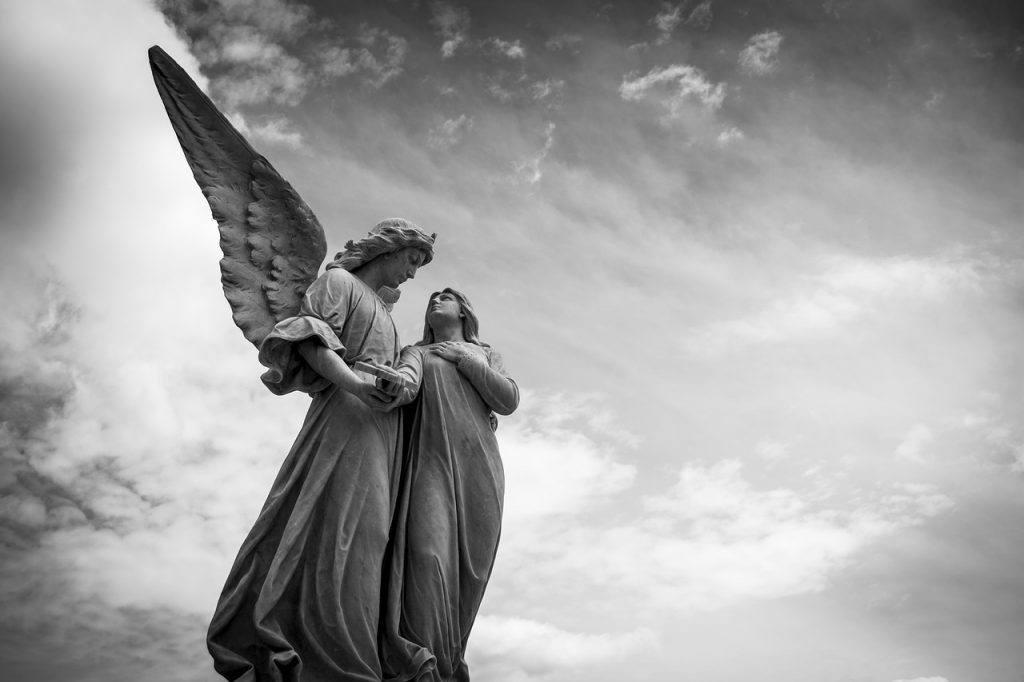 Ángel en un cementerio