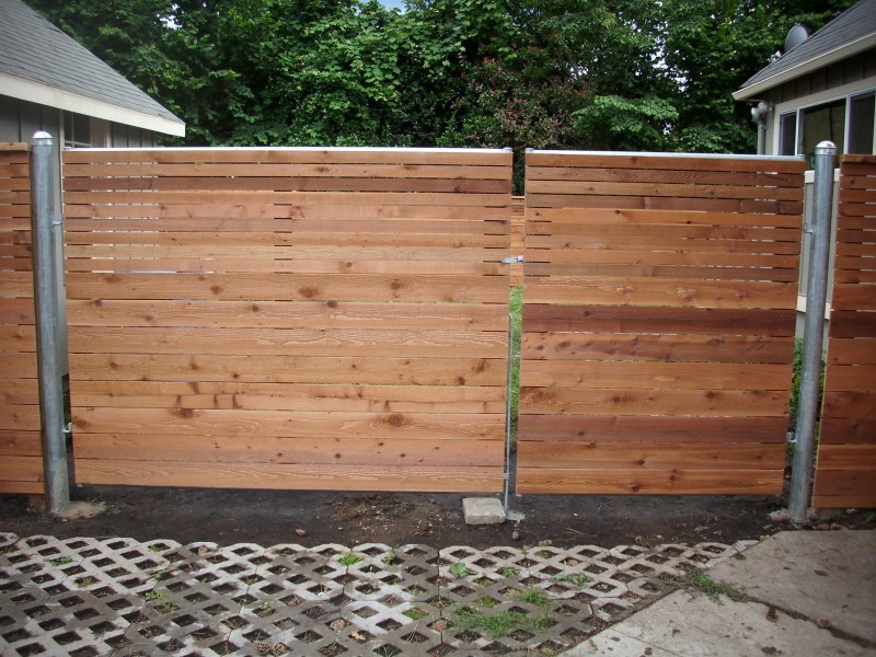 Horizontal fence with heavy duty gate