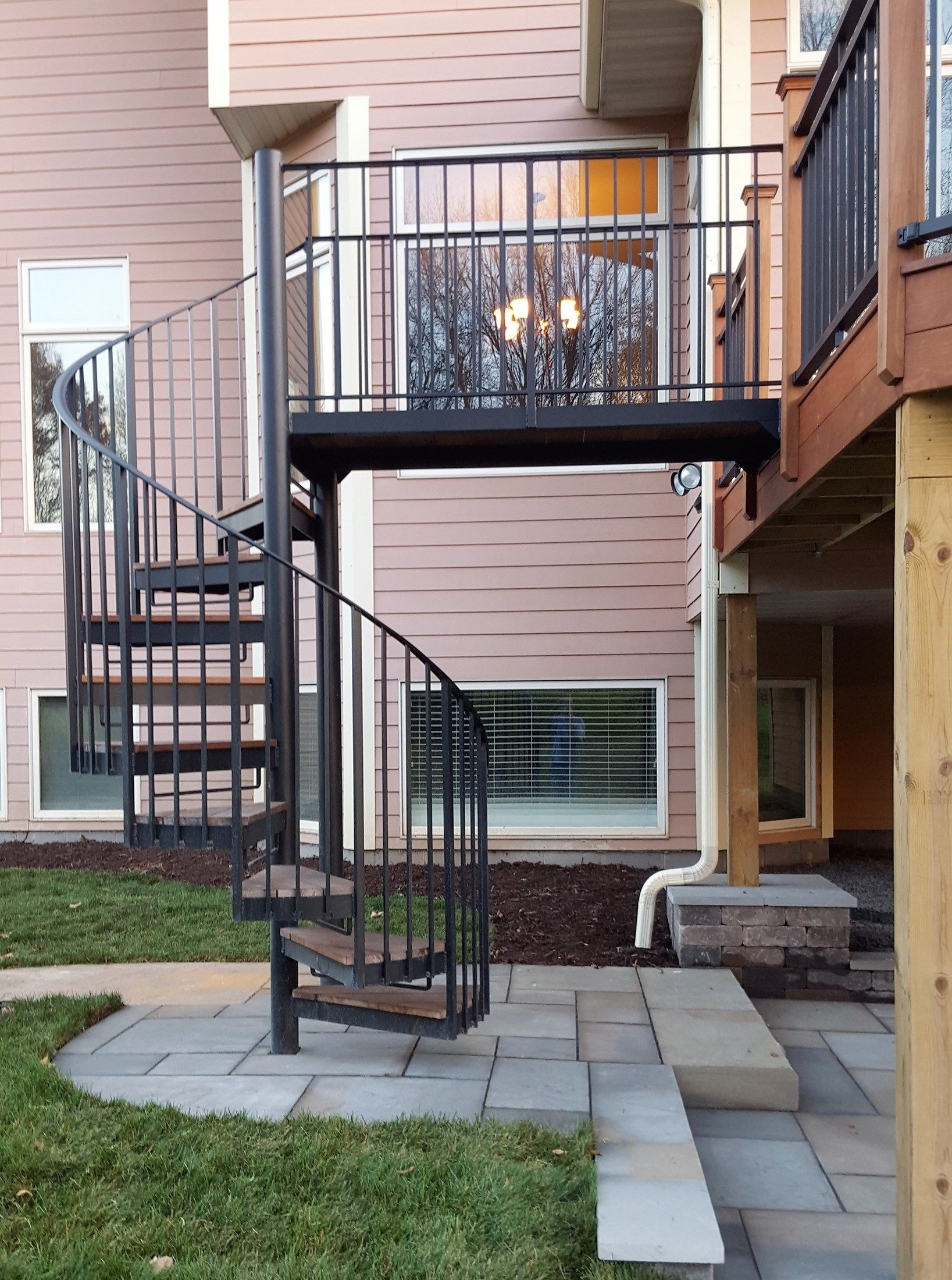 Deck With Spiral Stair Case Picture 6450 Decks Com | Outdoor Spiral Staircase For Deck | 36 Inch Diameter | Small Footprint | Steel | Balcony Outdoor | 2 Story