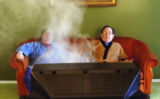 regarder la tele plus de 2 heures par jour expose à des complications inflammatoires