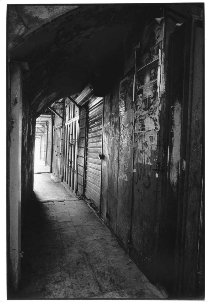 Venelle du marché, Naplouse, Palestine, photo noir et blanc, Jean-Pierre Devals