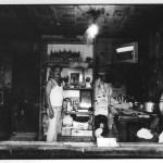 Faiseur de maquettes, Indonésie, noir et blanc, argentique, Devals