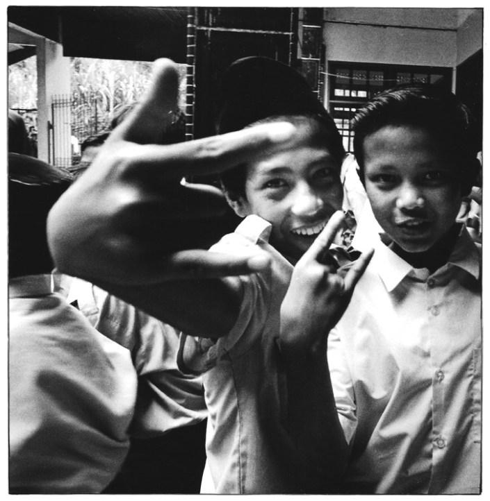 Collégiens, Indonésie, clichés noir et blanc argentique, Jean-Pierre Devals