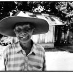 Vieux aux yeux clos, Indonésie,  clichés noir et blanc