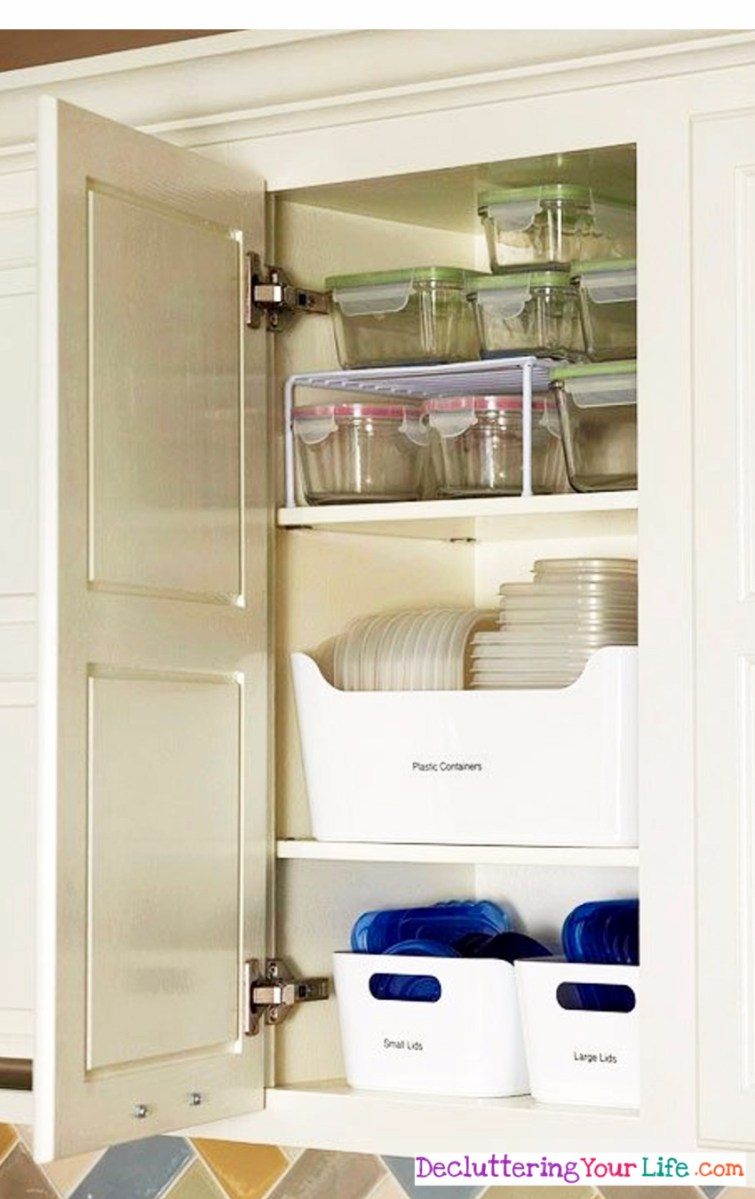 How to declutter and organize your Tupperware and plastic containers in your kitchen cabinet - Declutter your kitchen FAST with these tips.