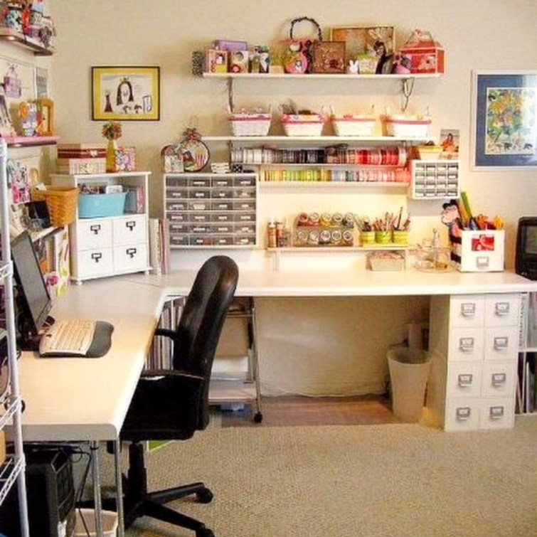 I would LOVE this craft room!