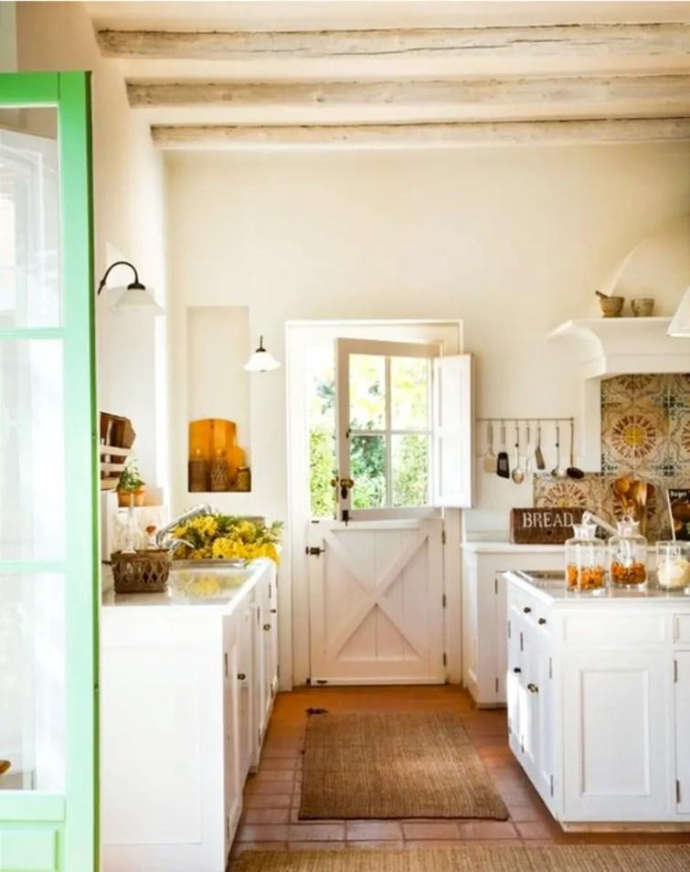 Cottage Farmhouse Kitchen - English Farmhouse decor ideas
