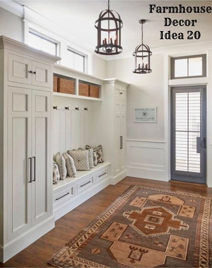 Farmhouse style clean crisp organized farmhouse for Farmhouse mudroom ideas