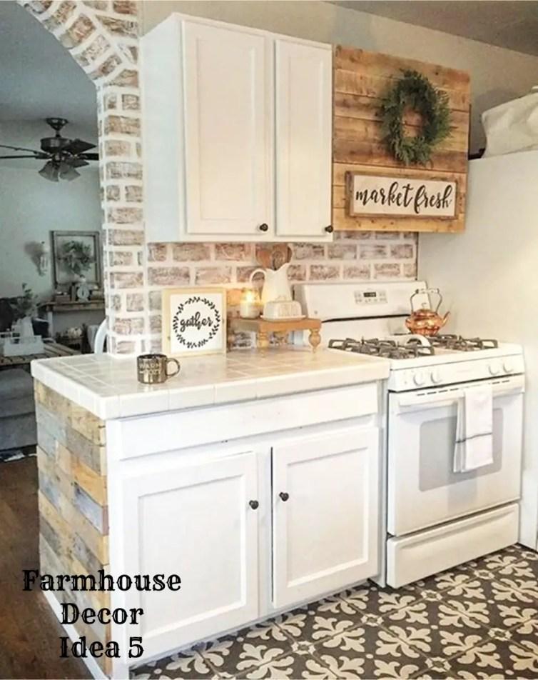 Small farmhouse kitchen decorating idea - Clutter-free Farmhouse Decor Ideas