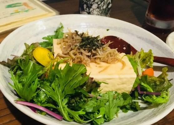 湘南シラスと丸ごと豆腐サラダ