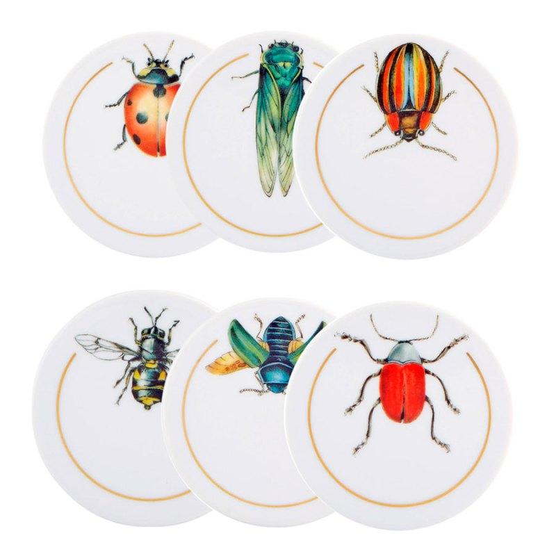 Platos decorados con insectos de colores