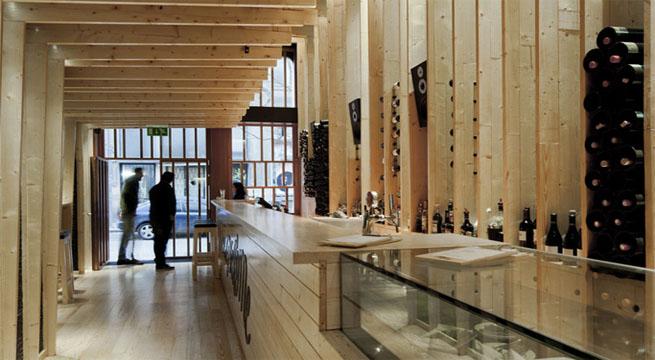 Bar de madera La Bohme en Oporto
