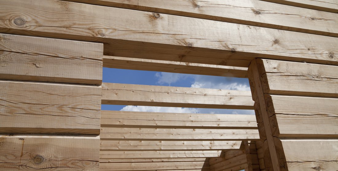 Jak przygotować drewniany domek letniskowy na sezon jesienno-zimowy