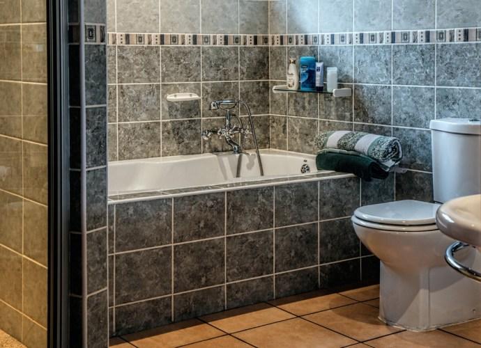 Wybór najlepszych płytek łazienkowych