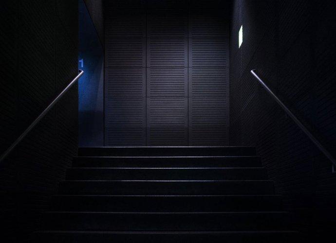 Urozmaicenie wnętrza za sprawą nowoczesnych schodów