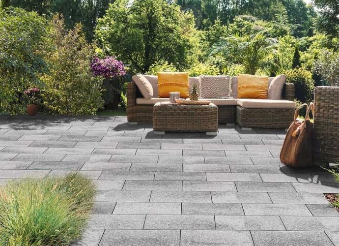 Kostka granitowa w ogrodzie - zalety, zastosowanie i układanie kostki granitowej