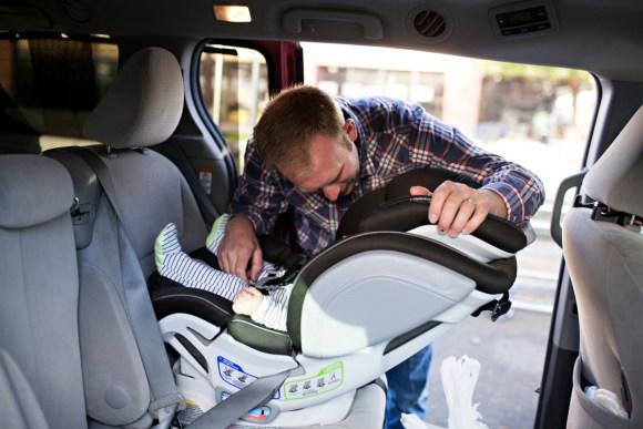 Llevar a un bebé con seguridad en el coche