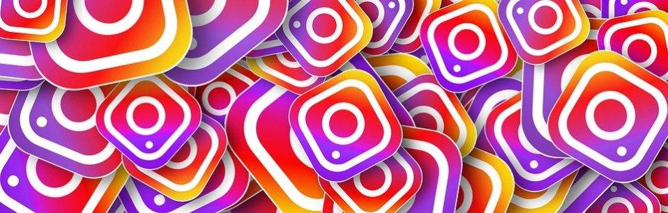 Logo d'Instagram, présent à plusieurs reprises et superposés les uns sur les autres.
