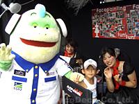 SUPER GT ADVANブース/鈴鹿サーキットにてプートくんとデコちゃん