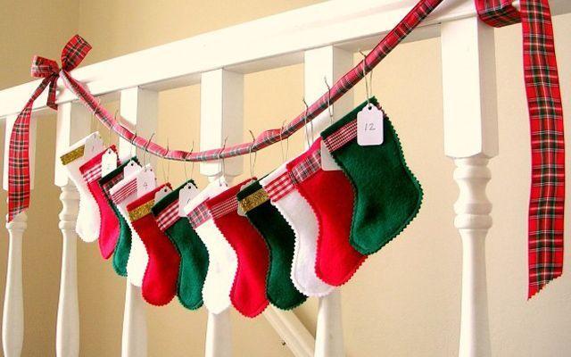 Tasarımcı çoraplarla Noel dekorasyonu