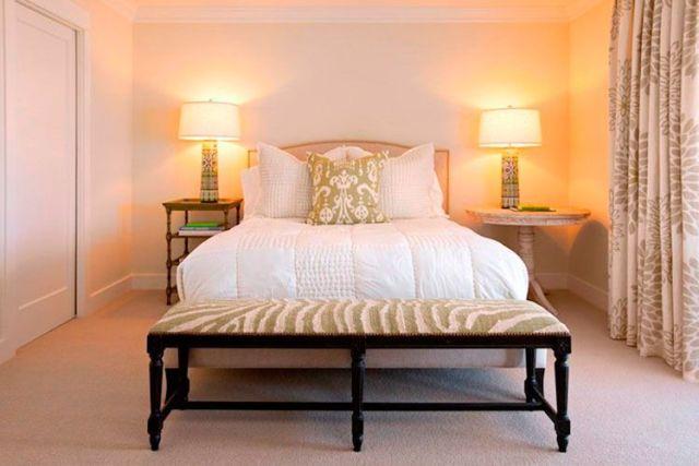 Yatak odası dekorasyonunda başucu masaları