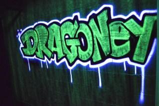 peinture nuit fluo aerosol