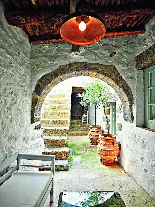Traditional Architecture with Modern Style of Living  Decoholic
